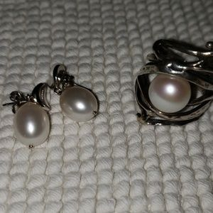 Sterling silver 925/ Pearl ring and drop earrings